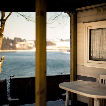 jahrescamping_terrasse_winter_see