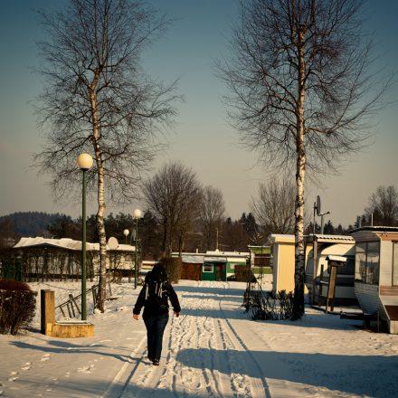 jahrescamping_winter_schnee_spaziergänger