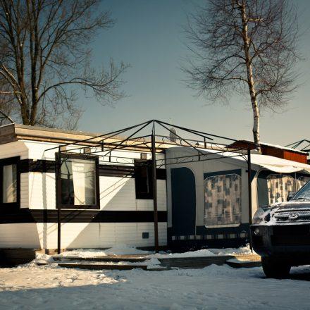 jahrescamping_winter_wohnwagen_auto