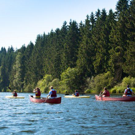 kayak_kanu_gruppe_see_landschaft