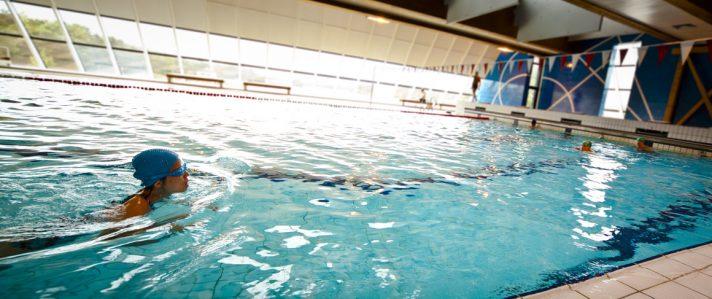 rsz_schwimmbad_schwimmerin_worriken